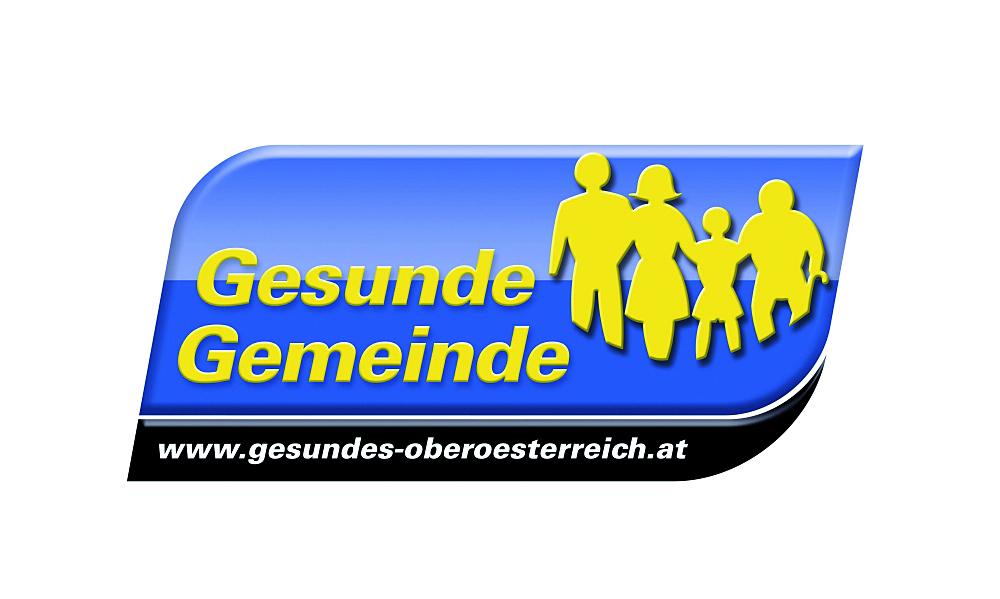 Logo Gesunde Gemeinde, blau mit gelber Schrift, Abbildung einer Familie