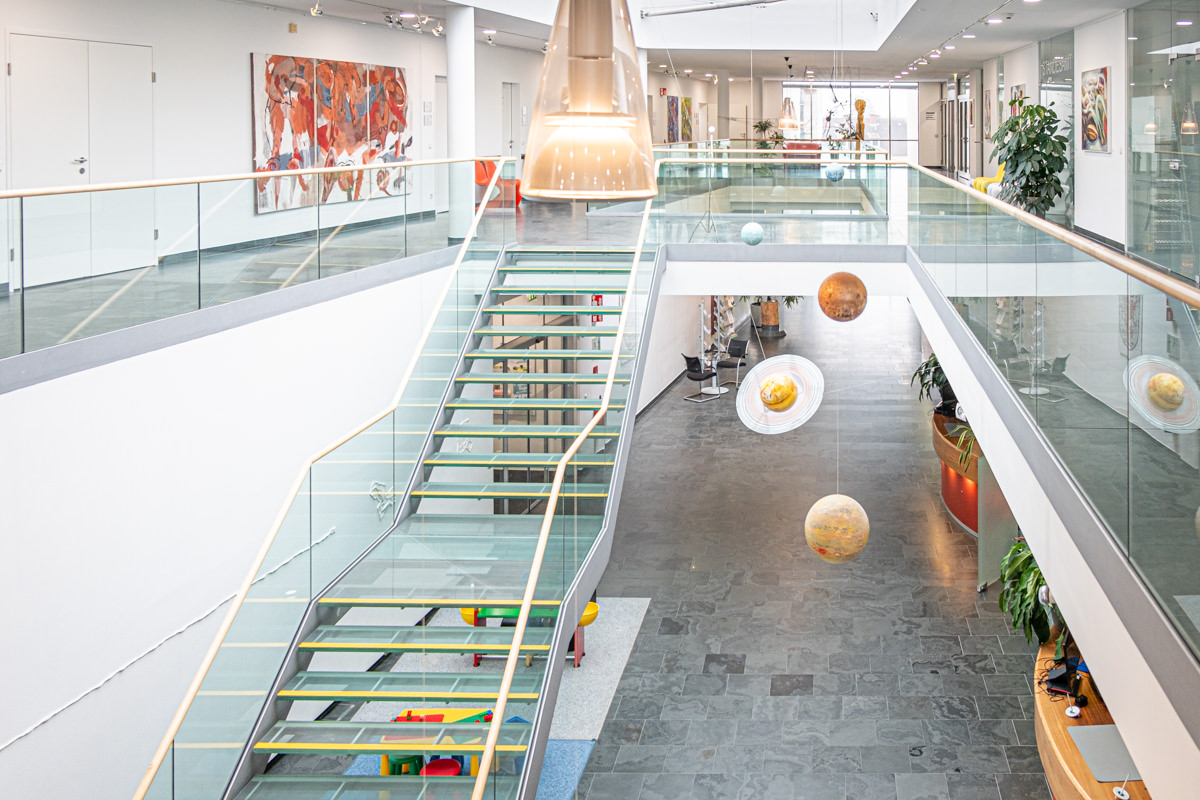Rathaus von innen, Glasstiege und Glasgeländer