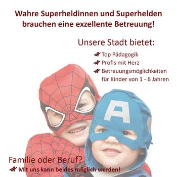 Zwei Kinder als Superhelden verkleidet