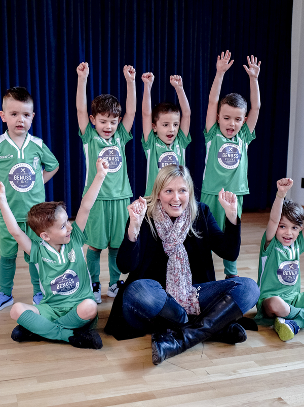 Bürgermeisterin nd Kinder bei der Aufnahme der Soundwave