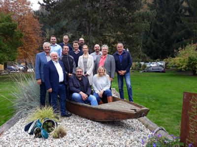 Gruppenfoto des Stadtrates im Grünen