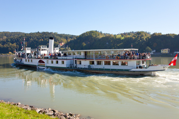 Leonding fährt Schiff