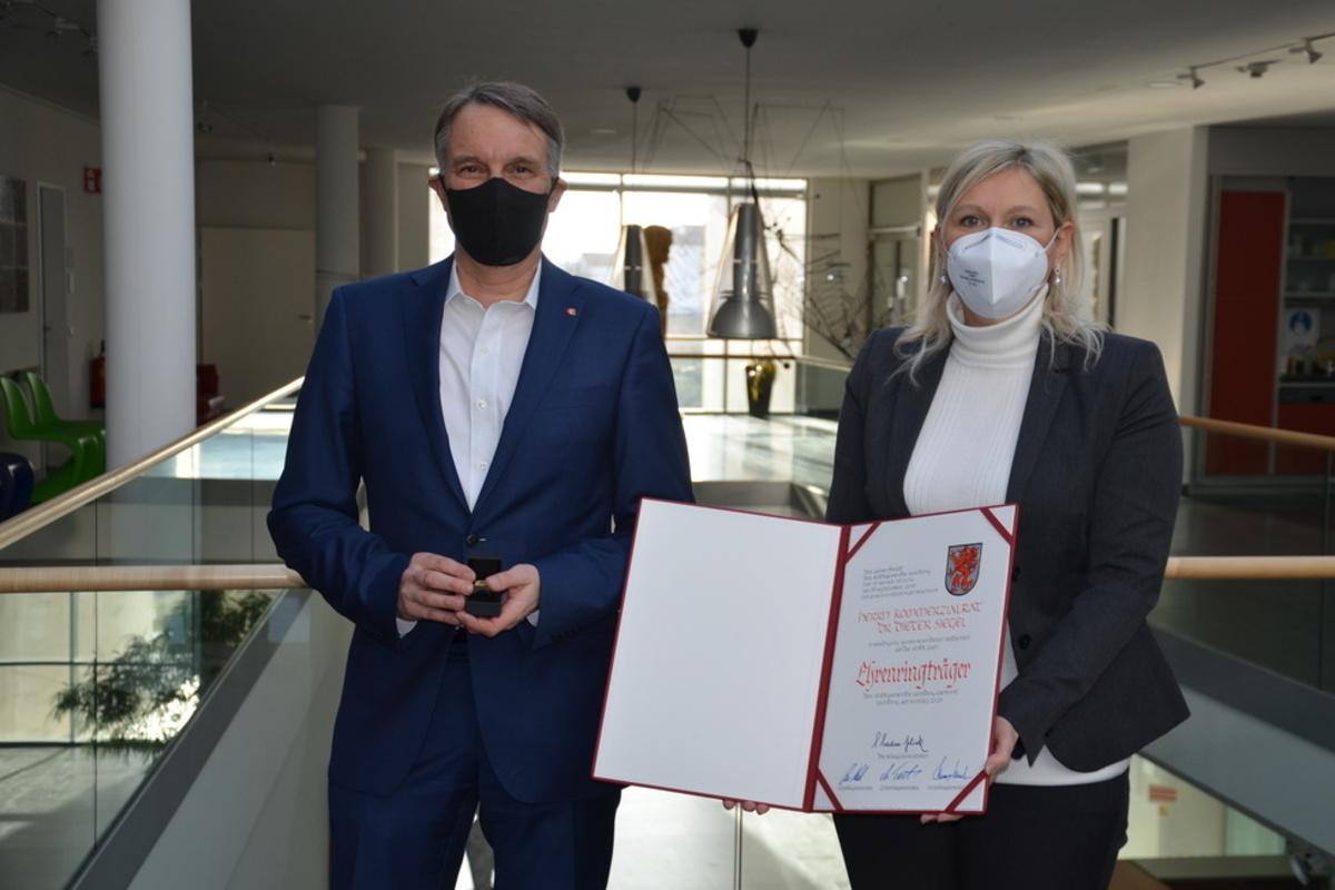 Ehrenringerträger Dieter Siegel und Bürgermeisterin