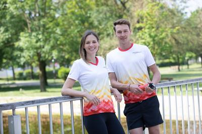 Junges Paar beim Sportln