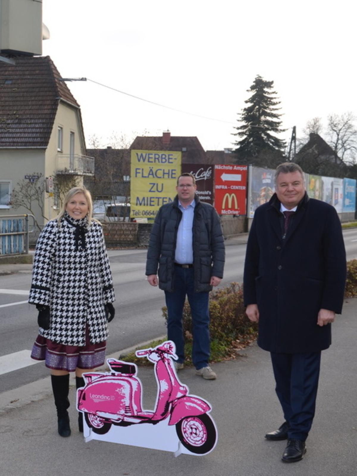 Bgm. Sabine Naderer-Jelinek, StR Armin Brunner und LR Günther Steinkellner