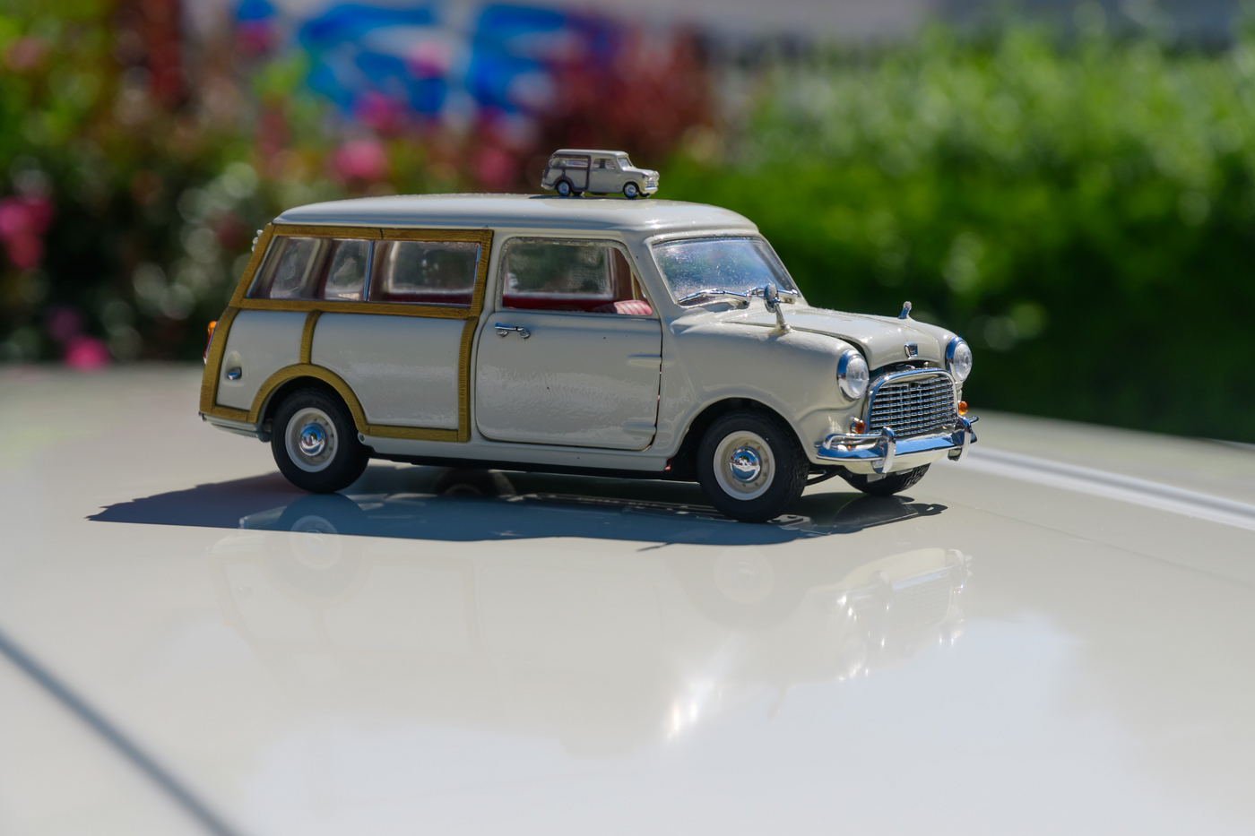 Miniaturoldtimer in beige