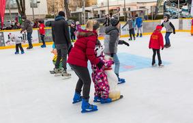 Eislaufen und Eisstockschießen am neuen Stadtplatz