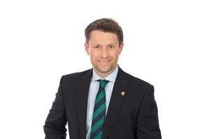 3. Vizebürgermeister Thomas Neidl in dunklem Sakko, hellem Hemd und grün-blauer Krawatte
