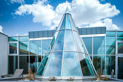 Pyramidenförmige Glaskuppel