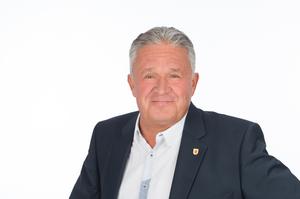 2. Vizebürgermeister Prof. Mag. Michael Täubel mit schwarzen Sakko und hellblauen Hemdt