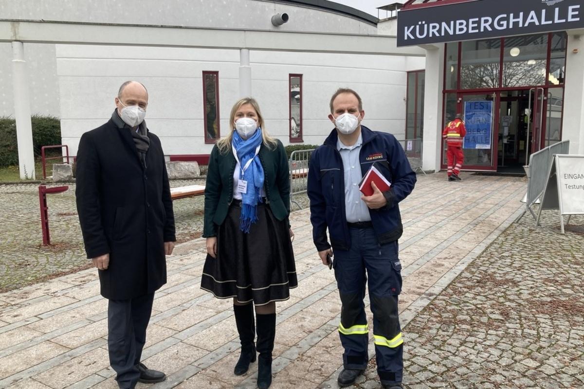Bürgermeisterin mit Bezirkshauptmann und Pflichtbereichskommandant