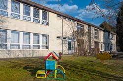 Gebäude mit Garten des Kindergarten Kirchbühelgasse