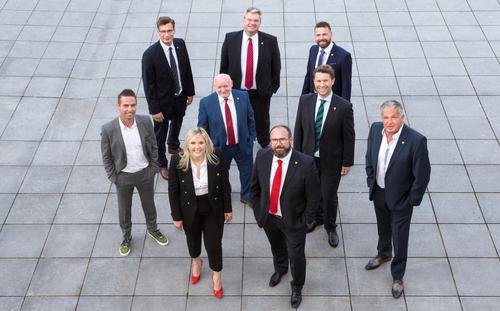 Bürgermeisterin mit ihren Vizebürgermeistern und Stadträten
