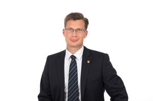Stadtrat Karl Velechovsky mit dunklem Sakko, dunkler Krawatte und weißem Hemd